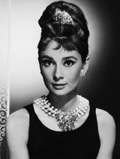 http://8piece.files.wordpress.com/2008/12/audrey-hepburn-hair.jpg?w=249&h=327